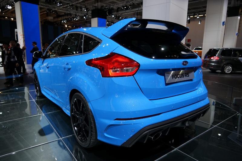 Ford-Focus-RS-2016-hinten-seitlich