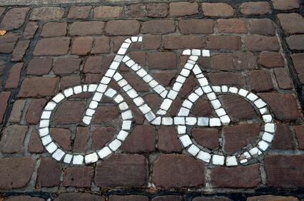 Pflasterboden mit Fahrradpiktogramm
