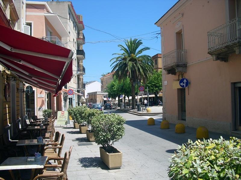 Sardinien-dorf-strasse-js