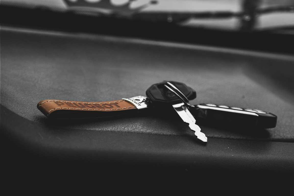 Autoschlüssel für Mietwagen Peugeot