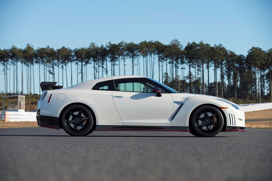 Nissan GT-R Side