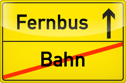 Schild Fernbus / Bahn