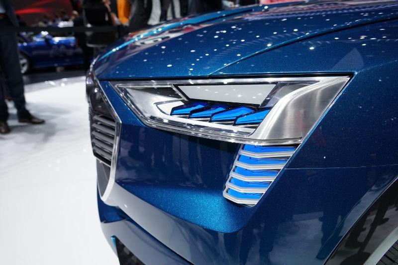 Audi E-tron Quattro Concept Studie Frontscheinwerfer