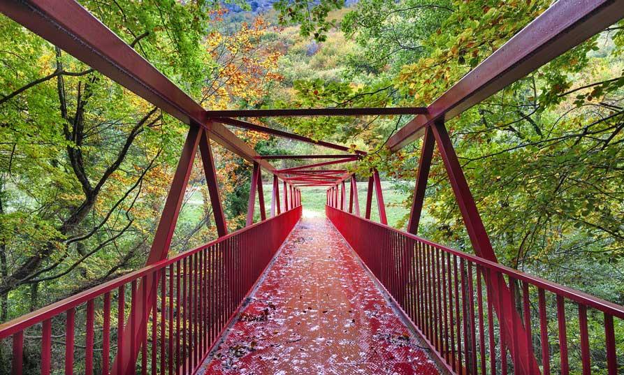 Puente rojo en Alava, Euskadi