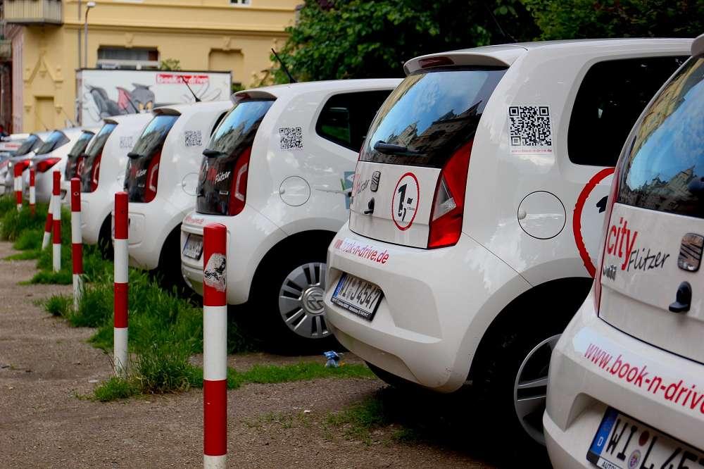 geparkte Carsharing-Fahrzeuge